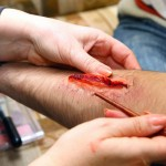 Trucchi di Halloween: sangue finto e ferite finte con acqua e farina!