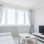 Come lavare le tende di casa: stop a ingiallimenti e cattivi odori