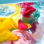 Bucato misto: come lavare insieme i capi colorati e quelli bianchi?