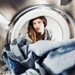 Capi macchiati di bianco dopo il lavaggio: perché la lavatrice sporca i vestiti?