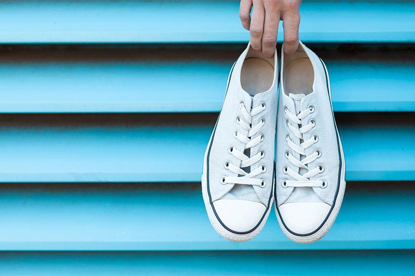 come lavare le scarpe in lavatrice: i consigli per non sbagliare