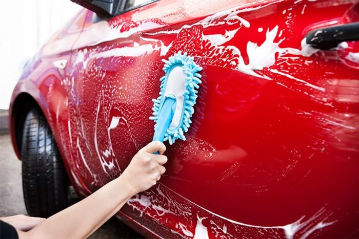 lavare_auto_a_mano_carrozzeria