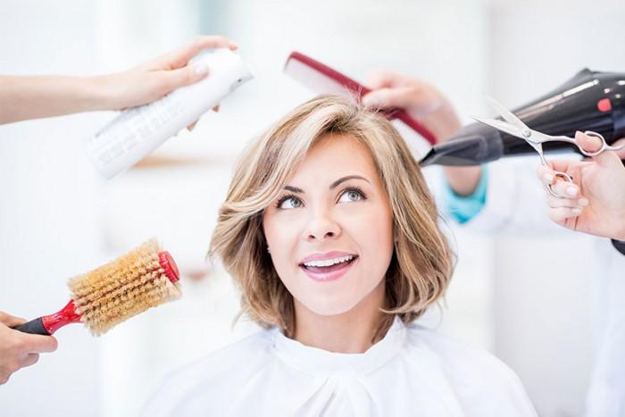 scegliere il taglio di capelli dal parrucchiere