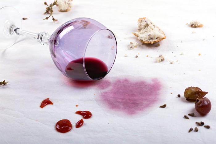 macchie di vino rosso ostinate