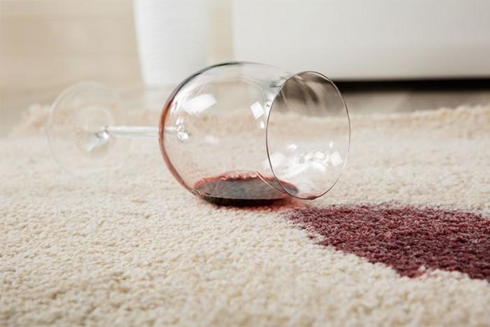 eliminare macchie di vino con bicarbonato
