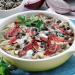 Torta salata di alici con cipolle, pomodori e capperi