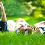 Macchie di erba: come rimuovere dai tessuti anche quelle più ostinate
