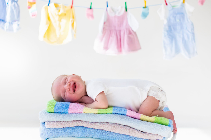lavare i vestiti dei neonati macchie