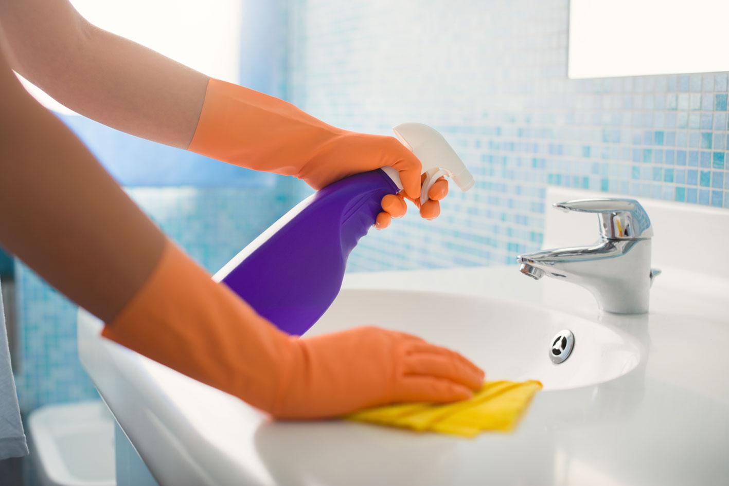 pulire il bagno eliminare calcare