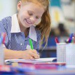 Macchie di inchiostro: come eliminarle dai tessuti e dai grembiuli di scuola