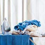5 trucchi per stirare senza ferro (e risparmiare sulla bolletta)
