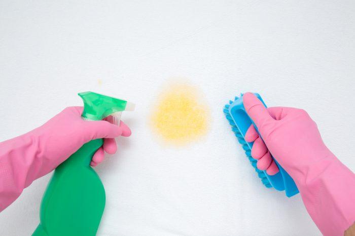 Smacchiare il materasso macchie pipì