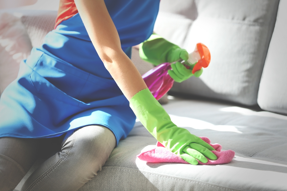 pulire-rivestimento-divano-microfibra