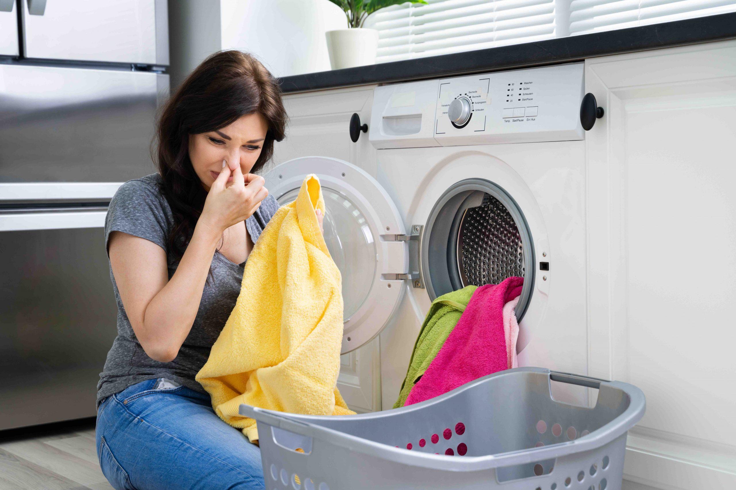 bucato puzza dopo il lavaggio in lavatrice
